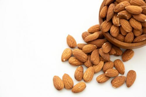 Kacang almond. (Foto: Jcomp/Freepik)