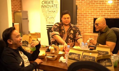 Ivan Gunawan, Ruben Onsu, dan Deddy Corbuzier podcast bareng.