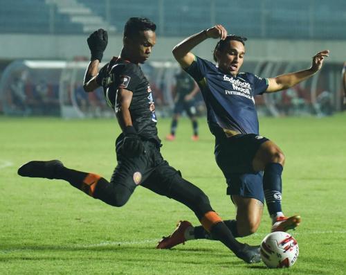 Persib Bandung vs Persiraja Banda Aceh (Foto: Twitter/@persib)