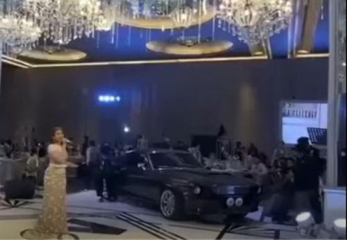 Mobil Mustang di Acara Syukuran Atta Halilintar dan Aurel Hermansyah