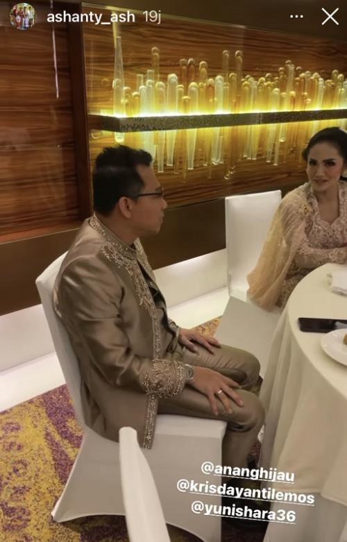 Anang dan Krisdayanti saat berbincang di pernikahan Aurel dan Atta Halilintar. (Foto: Instagram/@ashanty_ash)