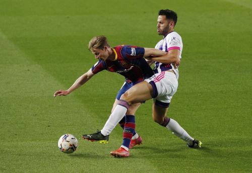 Frenkie de Jong vs Valladolid (Foto: Reuters)