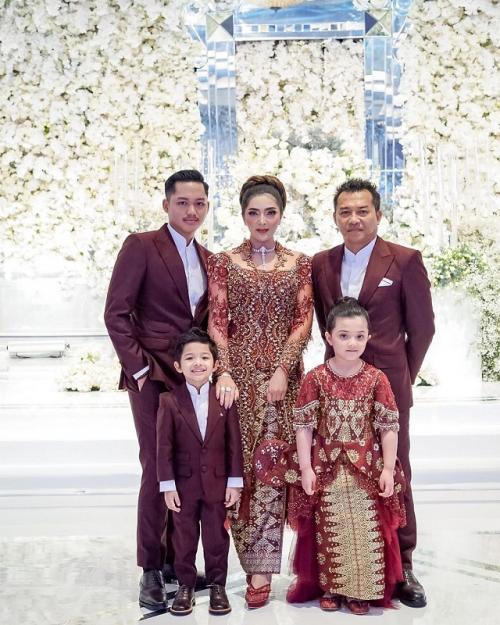 Ashanty unggah foto keluarga tanpa Aurel Hermansyah. (Foto: Instagram/@ashanty_ash)