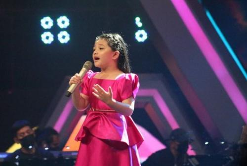 Arsy Hermansyah saat tampil di The Voice Kids Indonesia Season 4. (Foto: Instagram/@thevoicekidsgtv)
