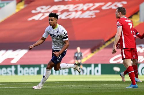 Ollie Watkins vs Liverpool (Foto: Reuters)