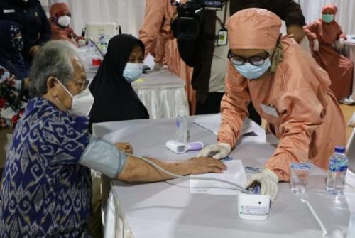 Vaksinasi covid-19 untuk lansia. (Foto: Kemenkes.go.id)