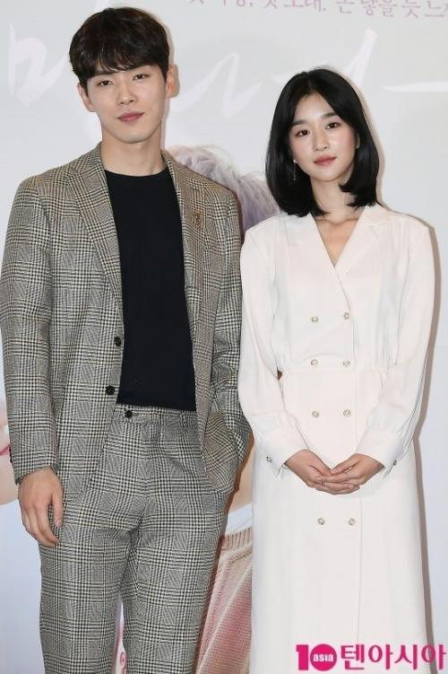 Kim Jung Hyun dan Seo Ye Ji. (Foto: 10Asia)