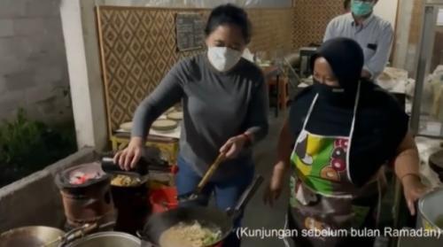 Puan Maharani masak nasi godog khas Magelang. (Foto: Tangkapan layar Instagram @puanmaharaniri)