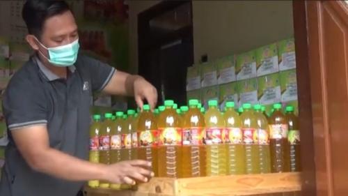 Minuman rempah-rempah khas Gresik. (Foto: Agus Ismanto/iNews TV)