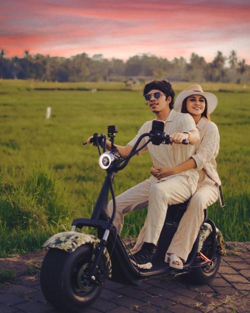 Atta Halilintar dan Aurel Hermansyah. (Foto: Instagram/@aurelie.hermansyah)