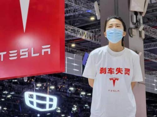 Tesla Mobil diprotes