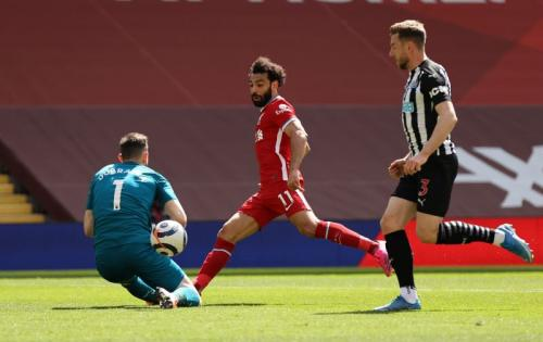Mohamed Salah vs Newcastle (Foto: Reuters)