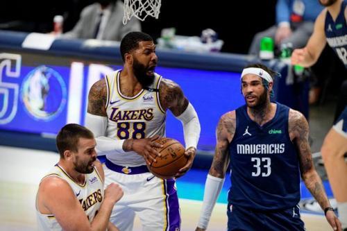 Lakers saat menghadapi Mavericks