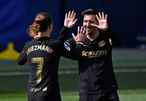 Antoine Griezmann dan Lionel Messi (Foto: Reuters)