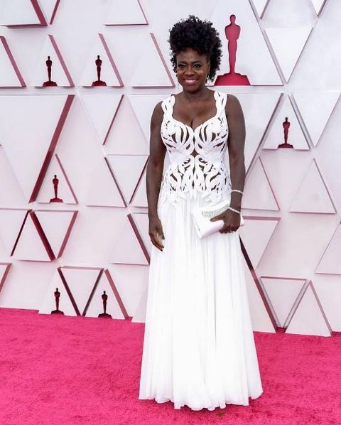 Aktris Viola Davis di Red Carpet Piala Oscar 2021. (Foto: Instagram @arlindogrund)