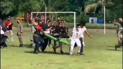 Evakuasi korban baku tembak TNI-Polri dengan KKB Papua (Foto : Istimewa)