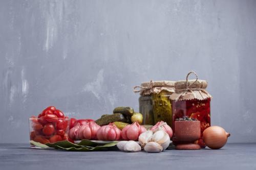 Acar bawang putih. (Foto: Azerbaijan Stockers/Freepik)