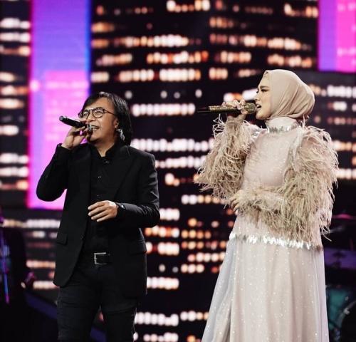 Ari Lasso dan Mulan Jameela di panggung Indonesian Idol. (Foto: Instagram/@indonesianidolid)