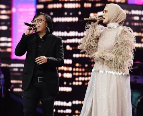 Ari Lasso dan Mulan Jameela di Grand Final Indonesian Idol 2021. (Foto: Instagram @indonesianidol)