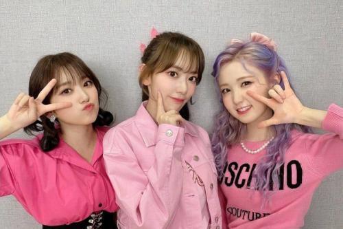 Tiga member IZ*ONE asal Jepang kembali ke negaranya.