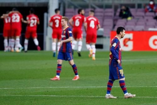 Lionel Messi vs Granada (Foto: Reuters)