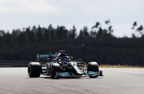 Lewis Hamilton vs Max Verstappen (Foto: Reuters)