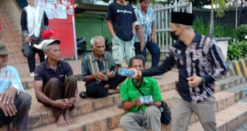 Rescue Perindo Rejang Lebong bagikan takjil