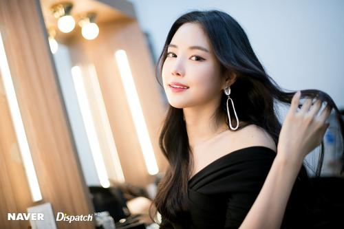 Son Naeun resmi gabung dengan YG Entertainment. (Foto: Dispatch)
