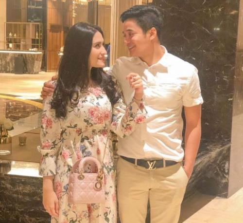 Adly Fairuz dan istri