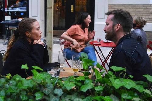 Mary-Kate Olsen terekam kamera bersama seorang pria setahun setelah menggugat cerai sang suami. (Foto: Image Direct)