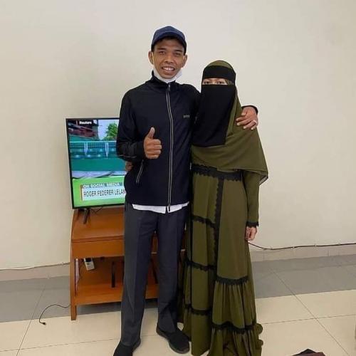 Ustadz Abdul Somad dan istri.