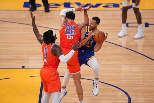 Stephen Curry vs Oklahoma City Thunder (Foto: Reuters)
