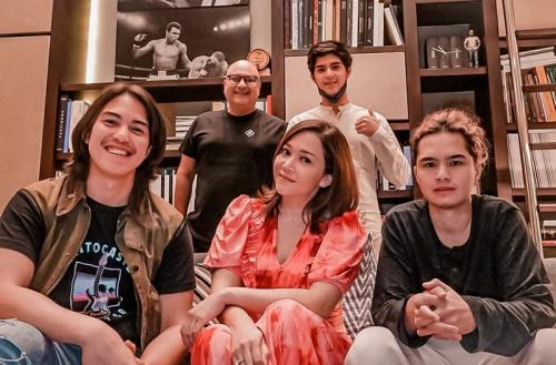 Maia Estianty dan keluarga