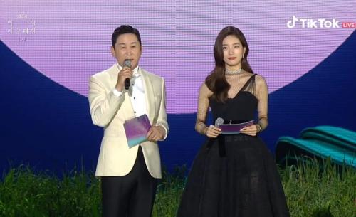 Baeksang Arts Awards 2021 digelar di KINTEX Hall, Ilsan, Korea Selatan, pada 13 Mei 2021. (Foto: TikTok)