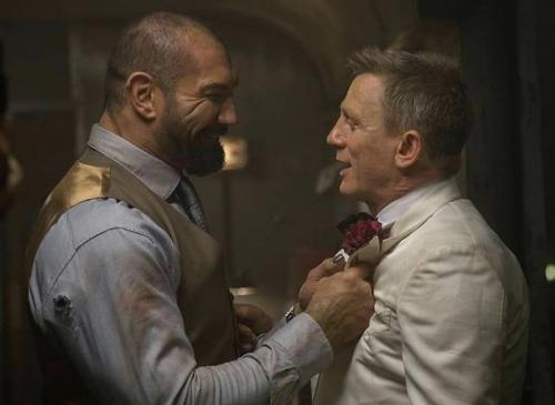 Daniel Craig dan Dave Bautista dalam James Bond: Bautista. (Foto: MGM)