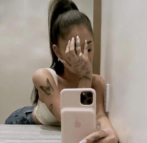 Ariana saat dilamar