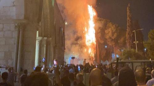 Masjid Al Aqsa terbakar