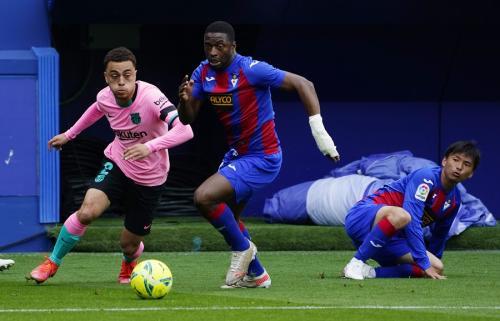 Eibar vs Barcelona (Foto: Reuters)