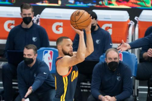 Stephen Curry di laga Golden State Warriors vs Memphis Grizzlies. Reuters