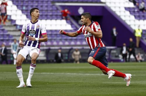 Luis Suarez vs Real Valladolid (Foto: Reuters)