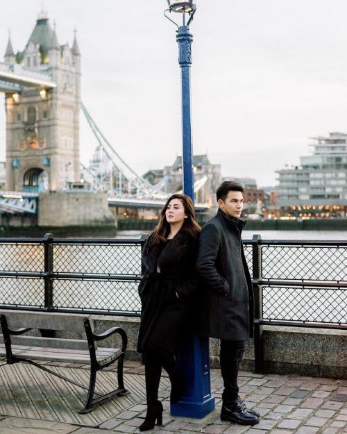 Jonathan Frizzy dan istri. (Foto: Instagram/@ijonkfrizzy)
