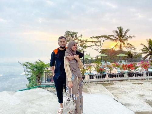 Teuku Wisnu dan Shireen Sungkar. (Foto: Instagram @shireensungkar)