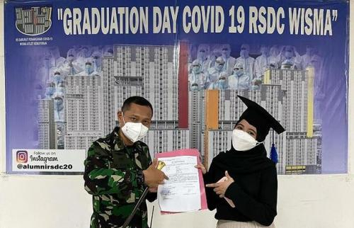 Arafah Rianti lulus dari RSDC Wisma Atlet Kemayoran. (Foto: Instagram @arifin_orthodintist)