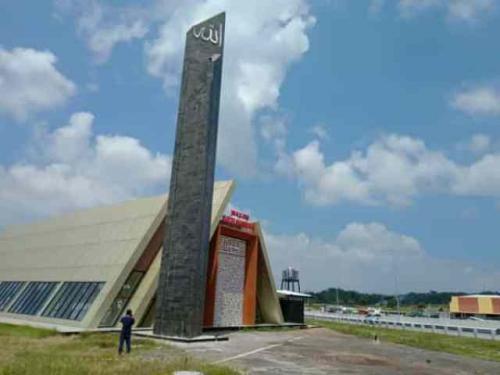 Masjid Trapesium di Rest Area KM 66A Jalan Tol Pandaan-Malang. (Foto: Damar Sri Prakoso/Madiunpos/Solopos)