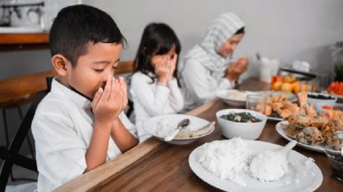Doa sebelum makan. (Foto: Freepik)