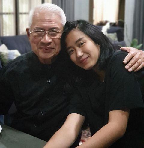 Chef Renatta Moeloek dan kakeknya. (Foto: Instagram @renattamoeloek)
