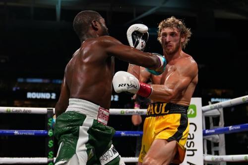 Floyd Mayweather Jr vs Logan Paul