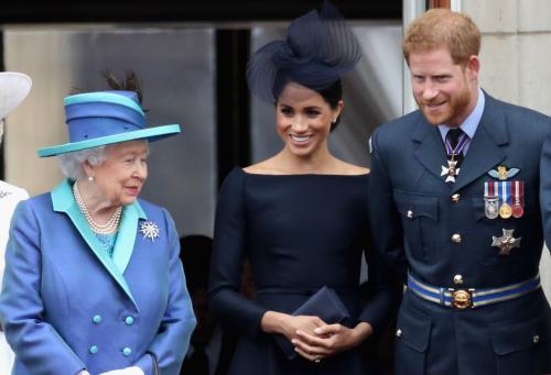 Pangeran Harry dan Meghan Markle dengan Ratu Elizabeth II.