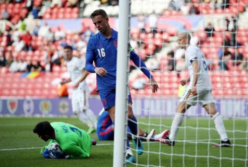 Momen Jordan Henderson gagal eksekusi penalti di laga Inggris vs Rumania