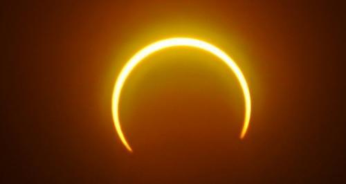 Ilustrasi gerhana matahari. (Foto: Science Alert)